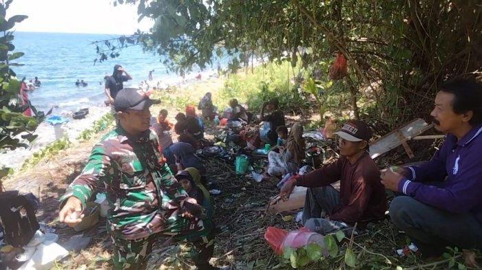 Babinsa Cegat Warga Luar Daerah Saat Hendak Mendulang Emas di Tamilouw