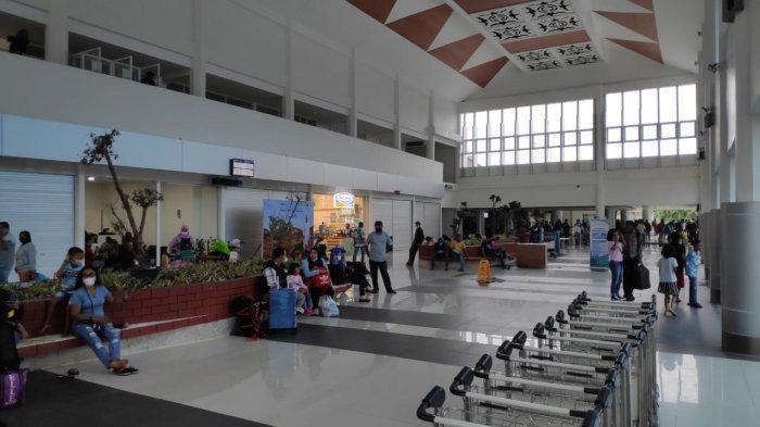 Suasana penumpang pesawat pada bandara Pattimura Ambon