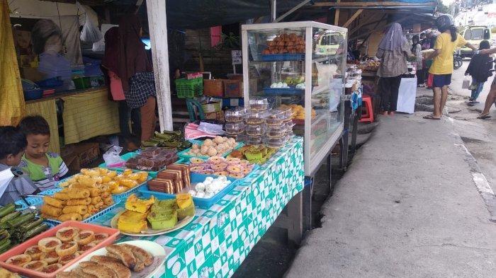Pedagang takjil  di kawasan Batu Merah, Kota Ambon sudah mulai membuka lapak dagangan mereka sejak pukul 13.00 WIT, Selasa (13/04/2021).