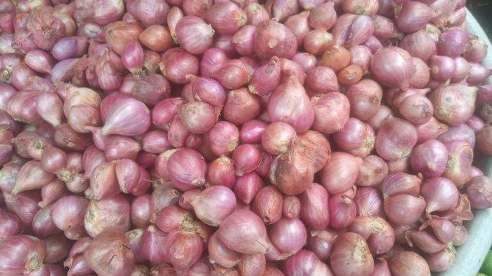 Harga Bawang di Pasar Mardika Ambon Turun jadi Rp.28 Ribu Perkilo