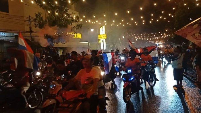 Konvoi Kemenangan Tim Sepak Bola Belanda di Kota Ambon