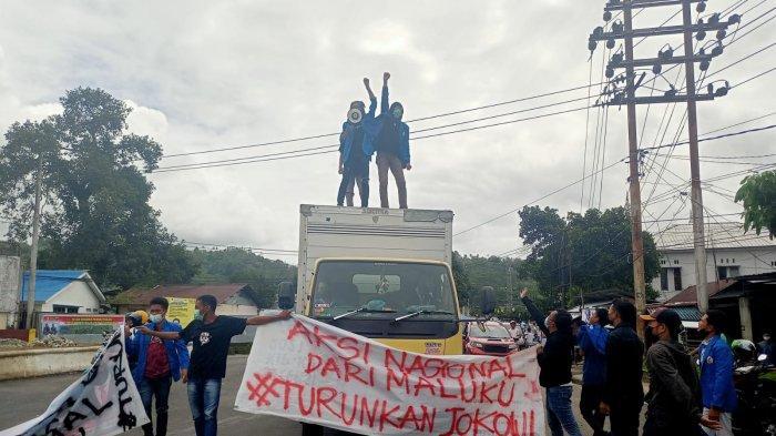 Massa Aksi Tolak PPKM Ambon Blokade Kawasan Bundaran Poka, Kemacetan Sempat Mengekor