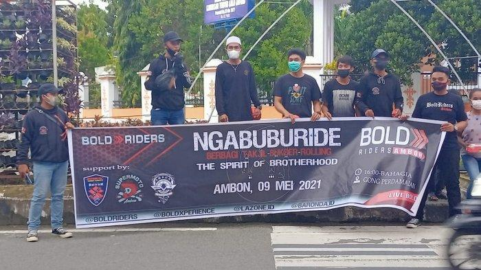 Bold Riders Ambon berbagi takjil, Minggu (9/5/2021).