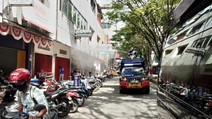 KBR Gegana Brimob Polda Maluku Sterilkan Fasilitas Umum di Kota Ambon