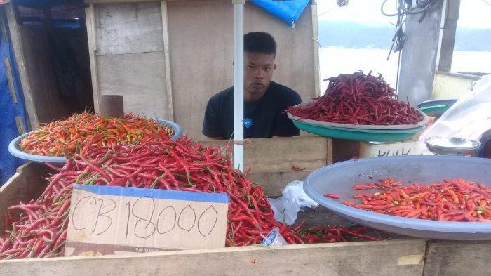 Harga komoditi cabai rawit di Pasar Mardika, Kota Ambon mengalami kenaikan mencapai Rp.40 ribu per kilo.
