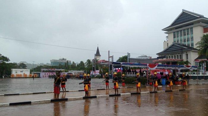 Tari Cakalele Iringi Penyerahan Bendera Kebesaran Kota Ambon di HUT ke-446