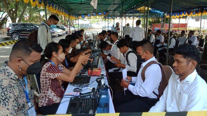 Peserta CPNS di lingkup Kemenkumham Maluku saat  pengambilan pin regristasi, Senin (11/10/2021).