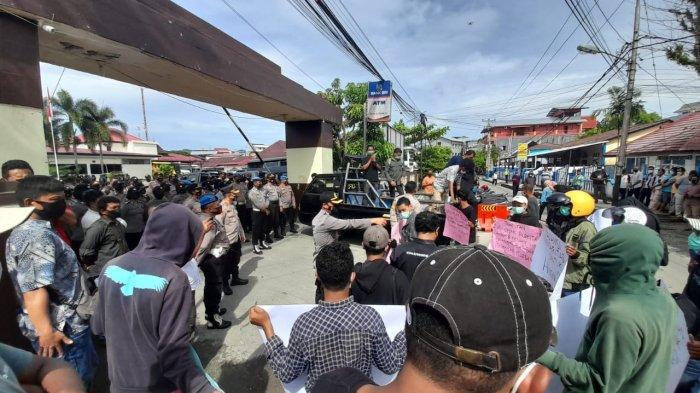 Aliansi Solidaritas untuk Husin Suat Serbu Mapolresta Ambon