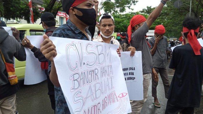 Tak Terima Bos CV. SBM Divonis 2 Tahun Penjara, Masyarakat Adat Welihata Demo di Kejati Maluku