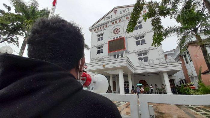 Lagi, Demo Tolak PPKM di Balai Kota Ambon, Polresta Terjunkan 125 Personil