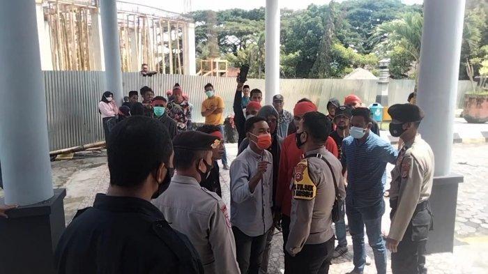 Demo Soal Listrik di Kantor DPRD, Pemuda Seram Selatan dan Polisi Terlibat Adu Mulut
