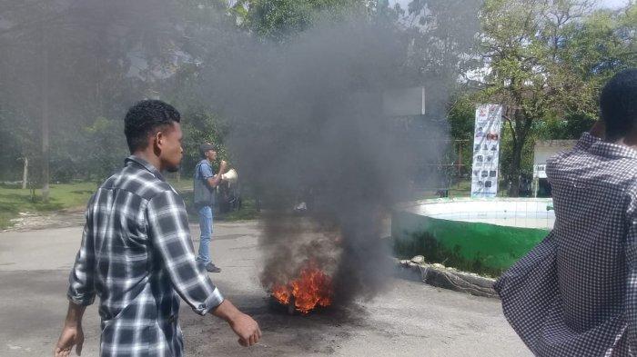 Tak Punya Pulsa Internet, Mahasiswa IAIN Ambon Demo Tolak PBAK Online