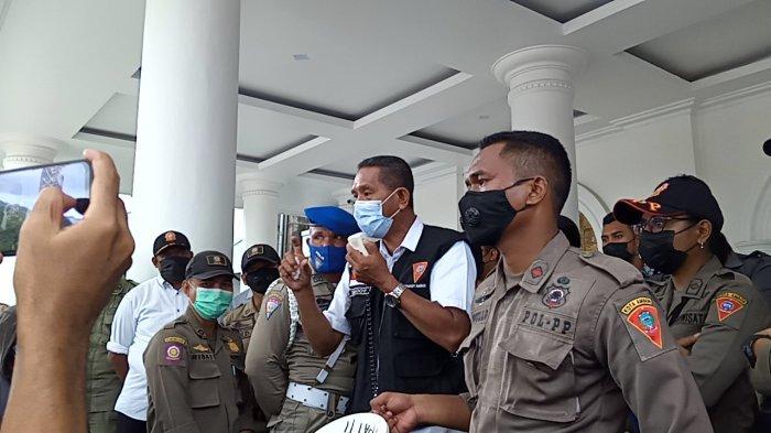 Sempat Adu Mulut, Warga Ongkoliong Diusir Saat Demo di Balai Kota
