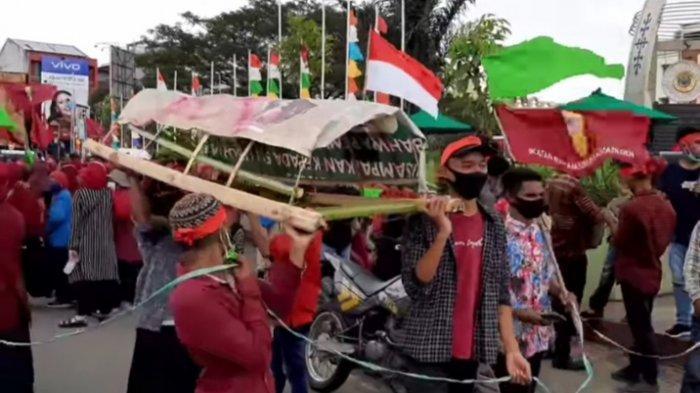 Ribuan Mahasiswa Turun Aksi Tolak Omnimbus Law, Jalanan Kota Ambon Macet