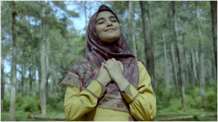 Nadya Mustika Rilis Single Berjudul 'Semakin Menjauh', Dinda Hauw: Semangat Terus ya, Dek!