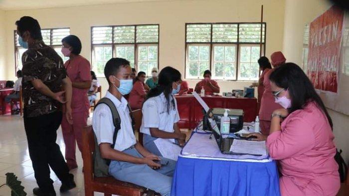Sambut Sekolah Tatap Muka, Siswa SMA di Maluku Tengah Mulai Disuntik Vaksin Covid-19