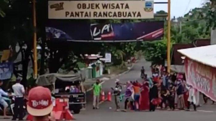 VIRAL VIDEO Emak-emak Nekat Buka Jalan yang Diblokir, Rupanya 'Naik Darah' Kawasan Wisata Sepi