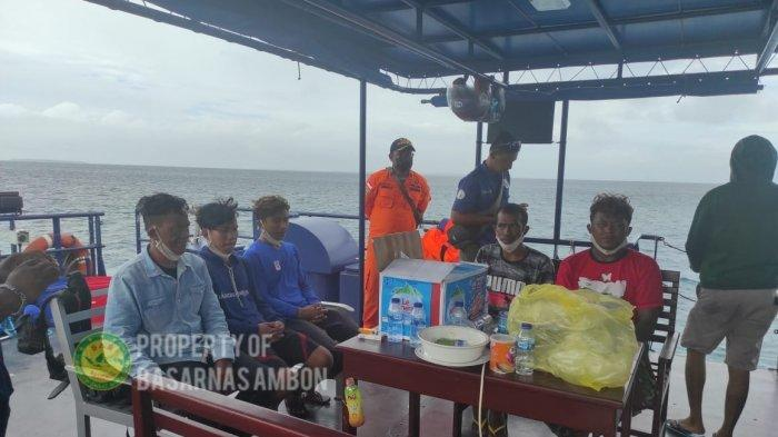 Tim Sar Berhasil Evakuasi 5 Korban Selamat KM Hentri ke Tual