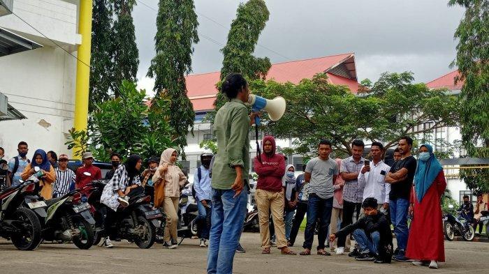 Persoalkan Dana Kegiatan Rp. 4 Juta, Mahasiswa Fisip Unpati Demo hingga Bakar Ban