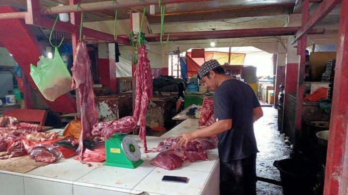 Baru Hari ini Harga Daging di Pasar Mardika Turun, Rp 100 Ribu Per Kilo
