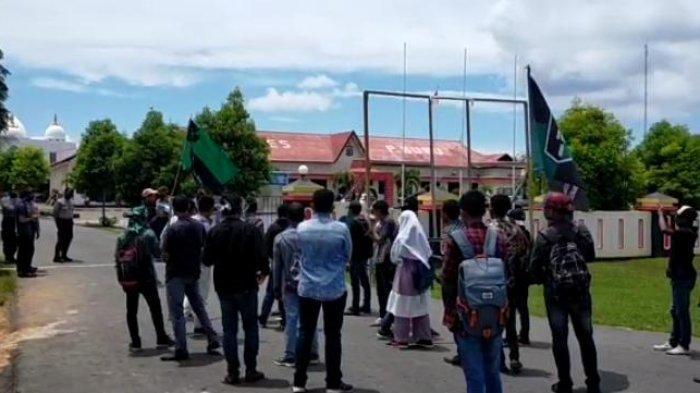Mahasiswa Dipukul, Tiga Anggota DPRD Buru Akan Dipanggil Polisi