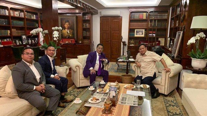 Unggah Foto Bersama, Hotman Paris Akui Ngobrol 2 Jam dengan Prabowo, Apa yang Dibicarakan?