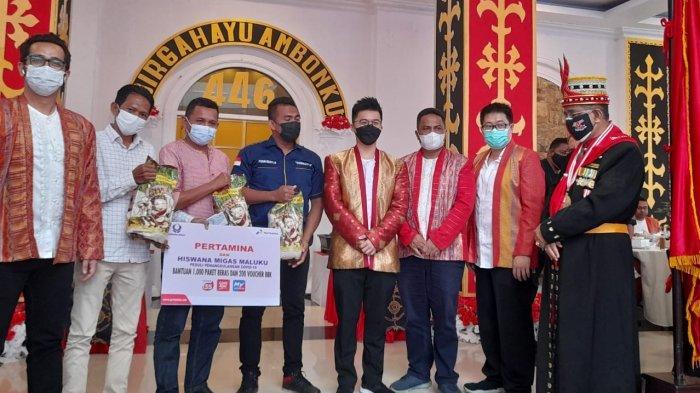Sopir Angkot di Ambon Terima Hadiah HUT ke 446 dari Pertamina Berupa Beras dan Voucher BBK