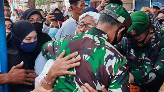 Isak Tangis Ibunda Praka Dedy Irawan, Prajurit TNI yang Tewas dalam Baku Tembak dengan MIT di Poso