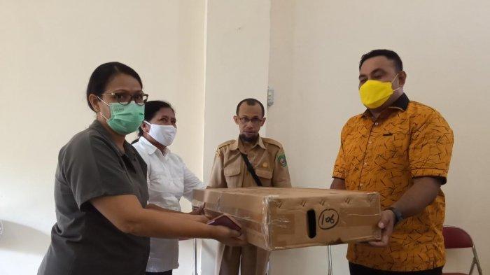 Bantu Mahasiswa UKIM Tanggap Informasi Masa Pandemic, IKAFE Sumbang Running Text LED