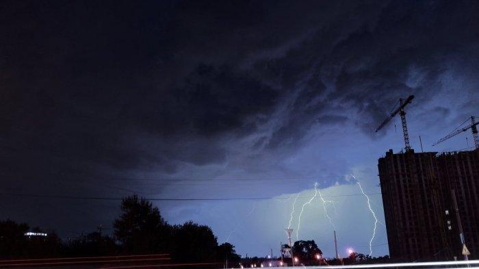 Info BMKG Peringatan Dini Cuaca Ekstrem Rabu, 10 Maret 2021: Waspada Hujan Lebat Disertai Petir!