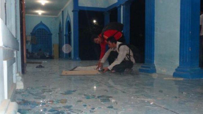 Cara Bersihkan Pecahan Kaca yang Berserakan di Lantai