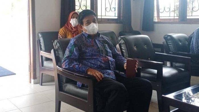 Sekda Bursel, Iskandar Walla diperiksa sebagai saksi dalam dua kasus korupsi di Kejari Buru, Kamis (6/5/2021).