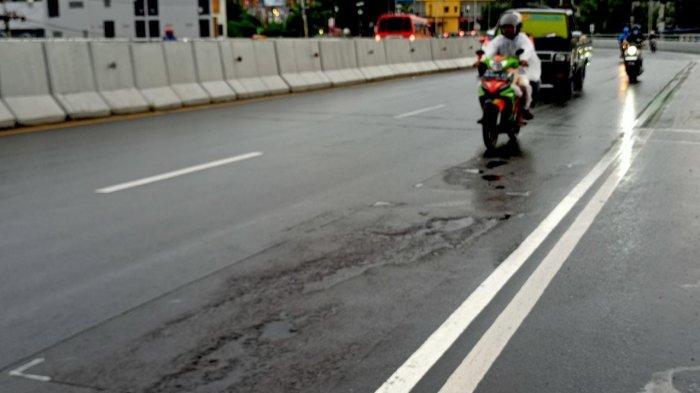 Badan Jalan Jembatan Merah Putih - Ambon Rusak Lagi