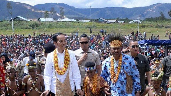 Berkunjung ke Pegunungan Arfak Papua Barat, Jokowi Sampaikan 3 Janji, Termasuk Bangun Bandara