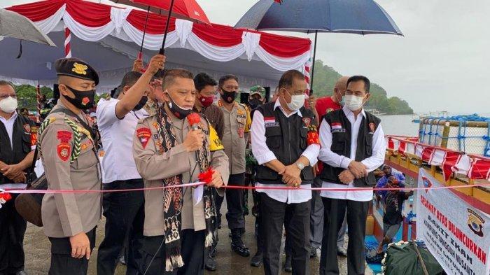 Kapolda Maluku bersama Walikota Ambon meresmikan tiga kampung tangguh di Ambon Foto : istimewa