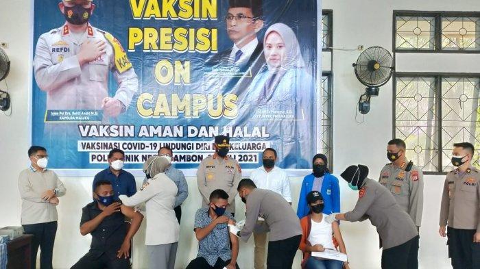 Kapolda Maluku melakukan peninjauan proses vaksinisasi di Politeknik Negeri Ambon, Rabu (28/07/2021).