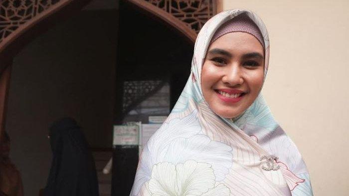 Ibunda Kartika Putri Meninggal, Sempat Positif Covid-19 dan Dilarikan ke RS karena Serangan Jantung