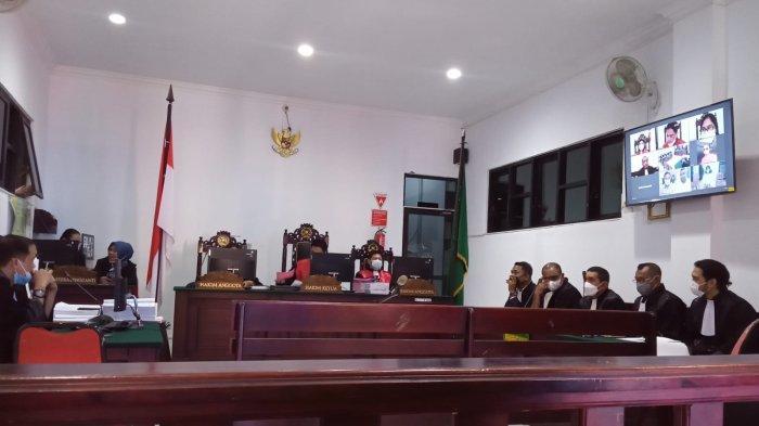 Ajukan Eksepsi, Mantan Kadis DLHP Ambon Lucia Izaak Minta Majelis hakim Batalkan Dakwaan