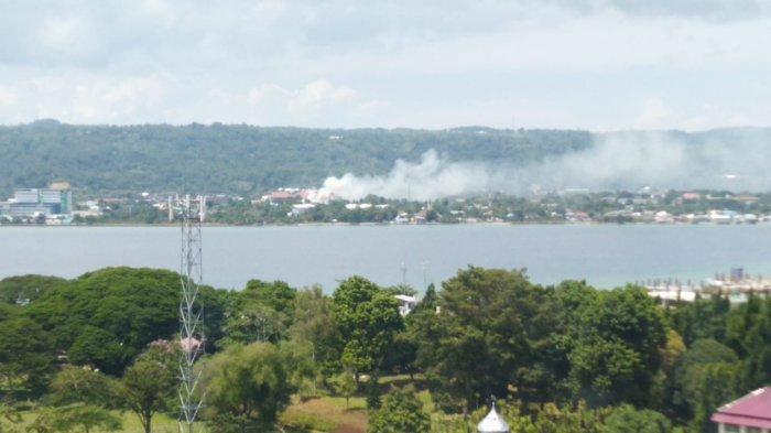 BREAKING NEWS: Kebakaran di Belakang Fakultas Kedokteran Unpatti
