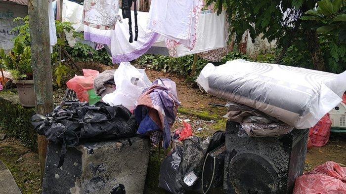 berbagai barang korban longsor di Kebun Cengkeh berhasil diselamatkan, Senin (21/6/2021)