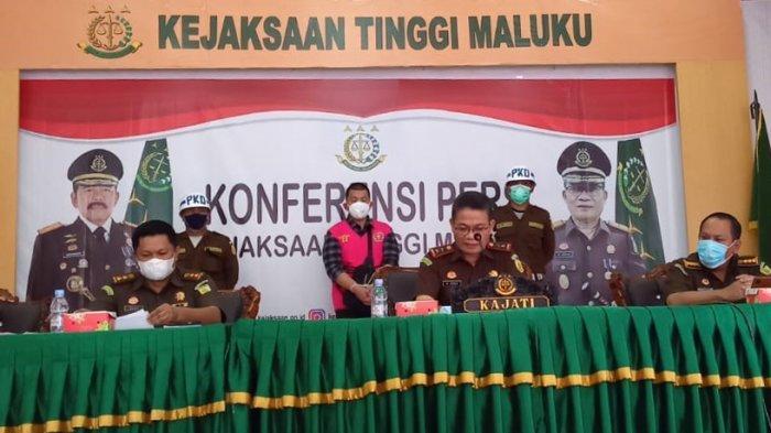 Kepala Kejaksaan Tinggi (Kejati) Maluku, Rorogo Zega saat konferensi pers di Kantor Kejati Maluku, Rabu (10/3/20210).
