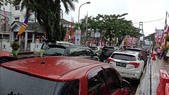 Mahasiswa di Ambon Demo Tolak Kenaikan Tarif Angkot, Jalanan Jadi Macet