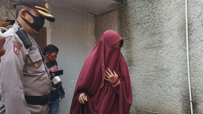 Seorang Ibu Muda Berusia 17 Tahun Disekap oleh Suaminya Sendiri, Berhasil Kabur Setelah Jebol Tembok