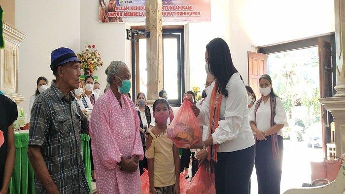 Penyandang Disabilitas 5 Desa di Ambon Dapat Bantuan Sembako di Tengah Pandemi Covid-19