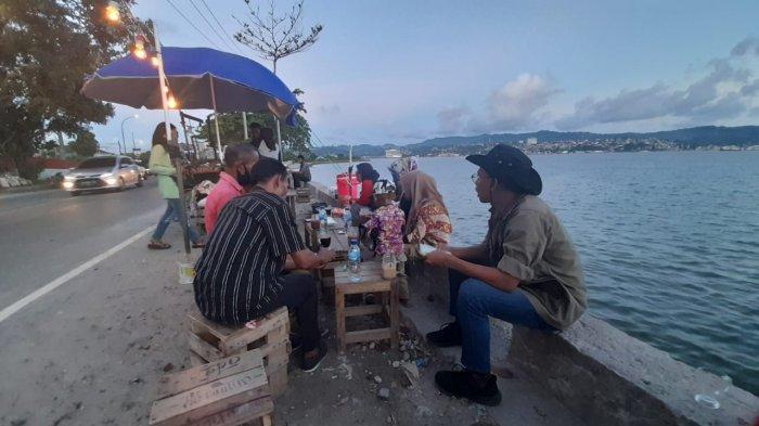 Angkringan Kribo Coffee Sediakan Takjil Gratis, Minumannya Pesan Sesuka Hati
