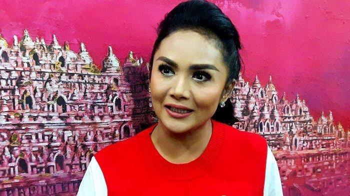 Krisdayanti Prihatin Tahu Aurel Hermansyah Positif Covid-19: Konsen untuk Sembuh Dulu, Itu Aja