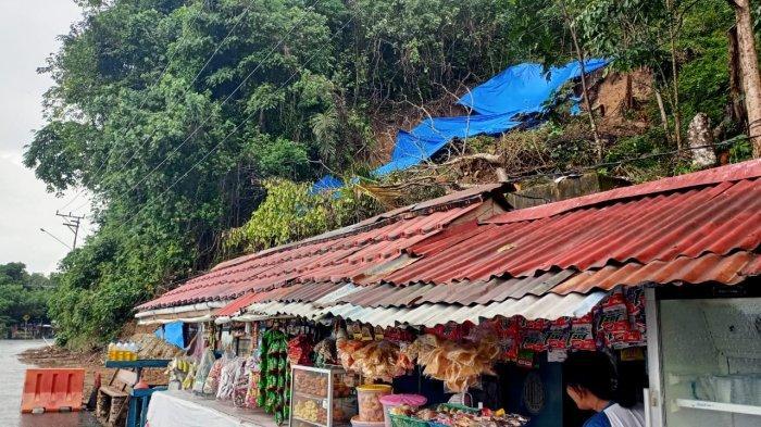 Pedagang Sekitar Monumen Ambon City Of Music Was-was Longsor Susulan