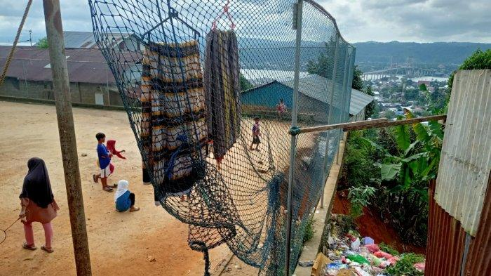 Tanah Longsor Akibat Hujan Terjadi Lagi, Kali Ini di Lapangan Sepak Bola Gunung Malintang-Ambon