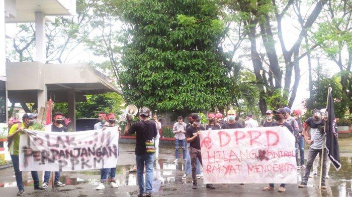 Demo di Kantor DPRD Ambon, Minta Evaluasi DugaanRSUD Haulussy Gelembungkan Data Pasien Covid-19