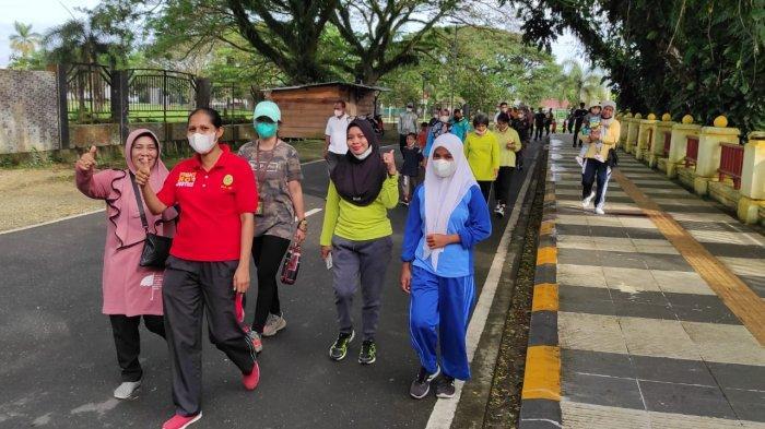 Jalan Sehat Ramaikan 19 Tahun Dharmayukti Karini di Masohi